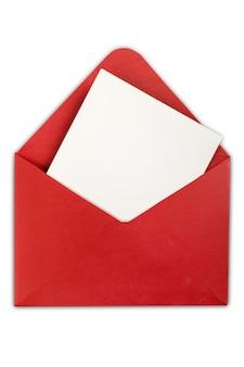 Enveloppe rouge isolé sur fond blanc