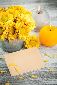 Enveloppe vierge artisanale et chrysanthème doré
