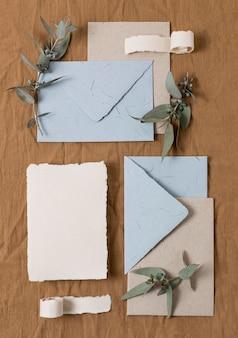 Enveloppes plates et plantes