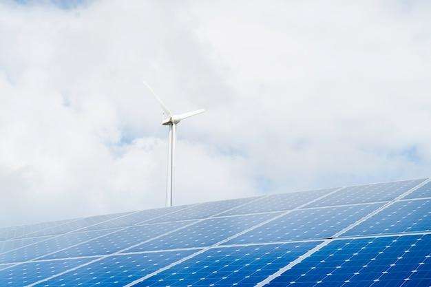 Éoliennes et panneaux solaires, énergies renouvelables.