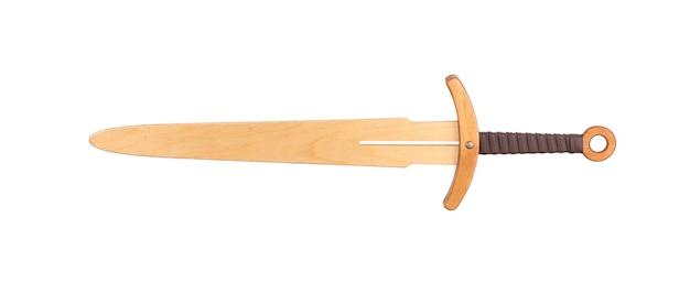 Épée en bois de chevaliers isolé sur fond blanc