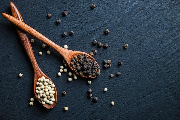 Les épices aux graines de poivre sont utilisées pour la cuisine.