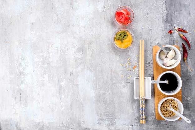 Épices coréennes: gingembre, wasabi, moutarde, chili, sauce soja et ail.