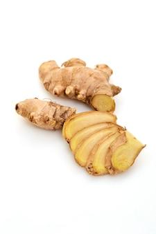 Épices de gingembre fraîches tranchées
