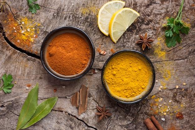 Épices à plat et tranches de citron