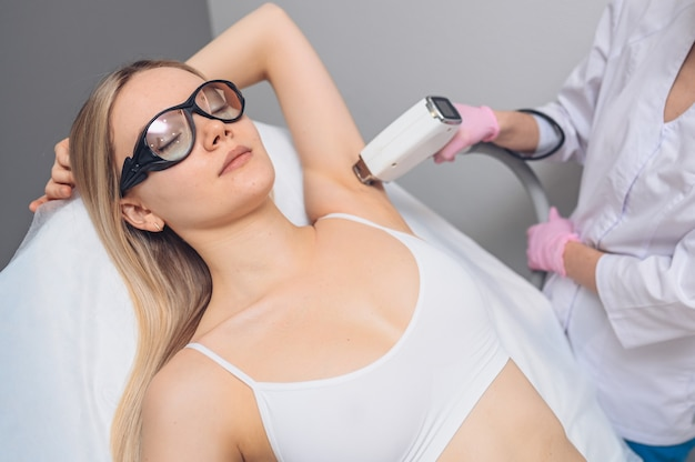 Épilation au laser et cosmétologie dans un salon de beauté