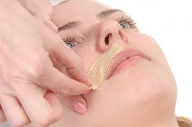 Epilation moustache féminine