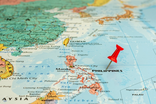 Épingle rouge placé sélectif sur la carte des philippines. - concept économique et commercial.