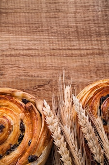 Épis de blé et petit pain sucré
