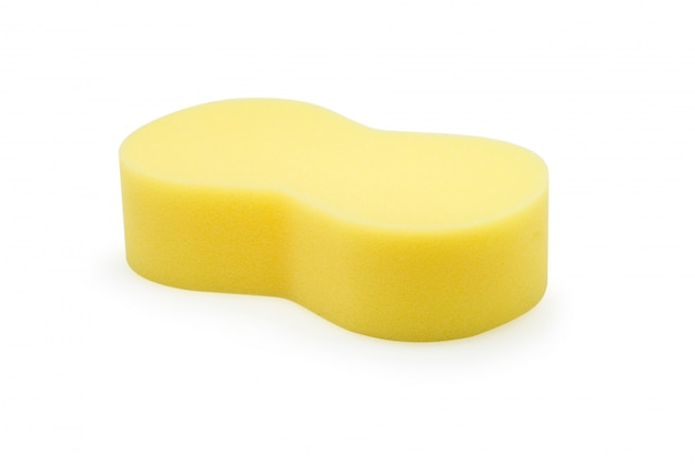 Éponge jaune pour lavage de voiture isolé