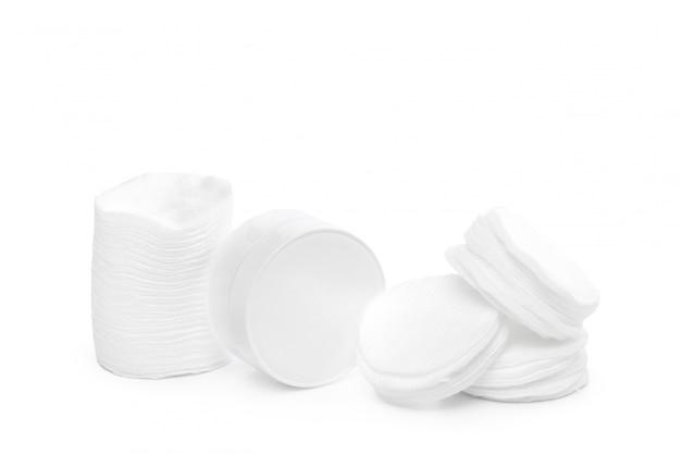 Éponges de coton isolés sur blanc