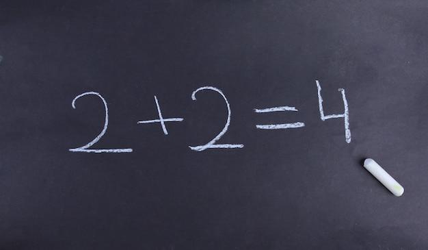 Équation mathématique sur un tableau noir