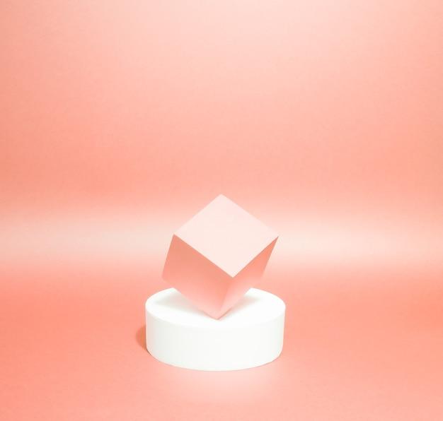 Équilibre de deux piédestaux sur un fond de papier