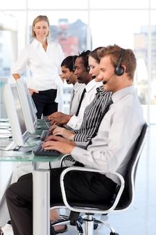 Une équipe autonome de gestion de leaders féminins dans un centre d'appels