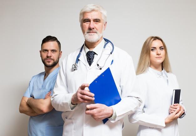Équipe bonheur portrait médical adulte principal