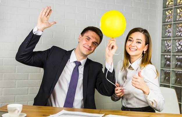 L'équipe commerciale célèbre le succès
