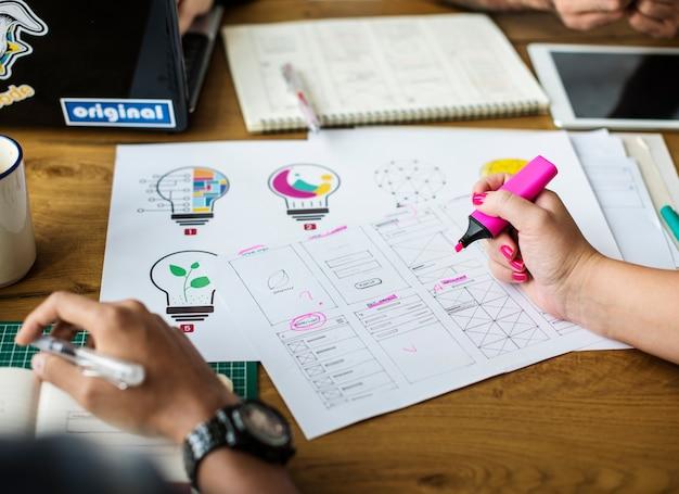Équipe de conception dessin esquisse petite entreprise