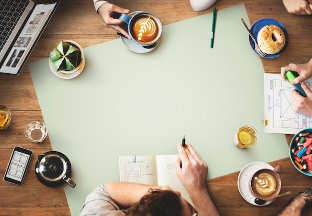 Équipe de conception web concept de site web de planification de travail