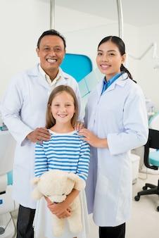 Équipe dentaire et patient