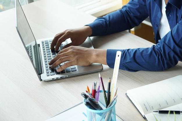 L'équipe de l'équipe commerciale lors de la conférence est un document de travail sur le plan marketing