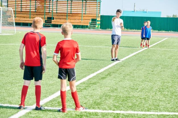 Équipe de formation des entraîneurs à l'extérieur
