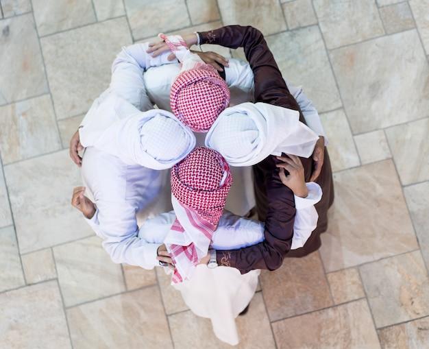 Équipe de gens d'affaires arabes