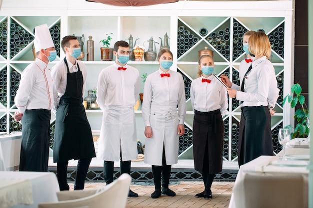 L'équipe de service d'un restaurant