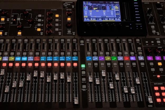 Équipement de boutons pour le contrôle du mixeur sonore