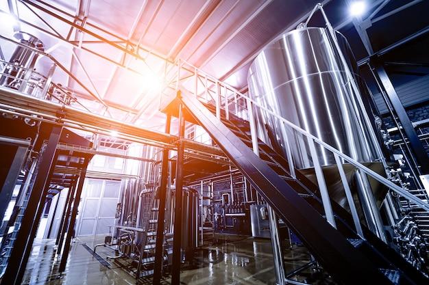 Équipement de brassage de bière artisanale dans une brasserie privée