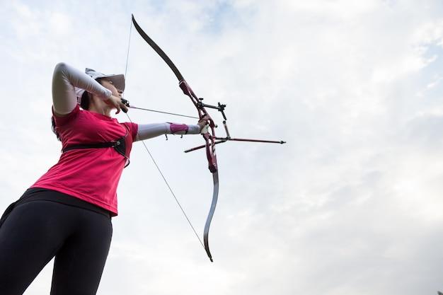 Équipement concentration visant archer athlétique