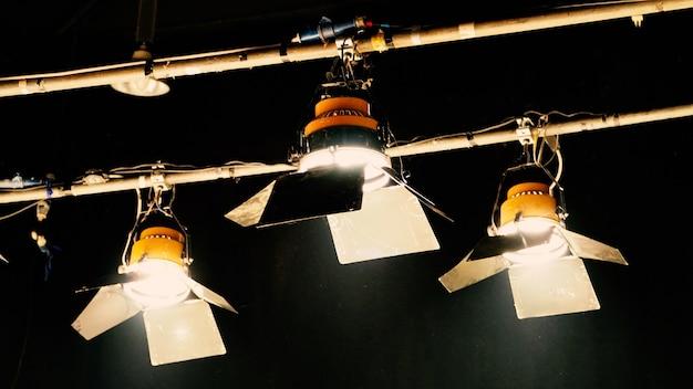 Équipement d'éclairage led en studio de tournage pour la production en ligne de films ou de films vidéo