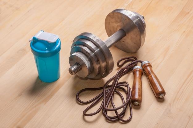 Équipement de fitness sur plancher en bois