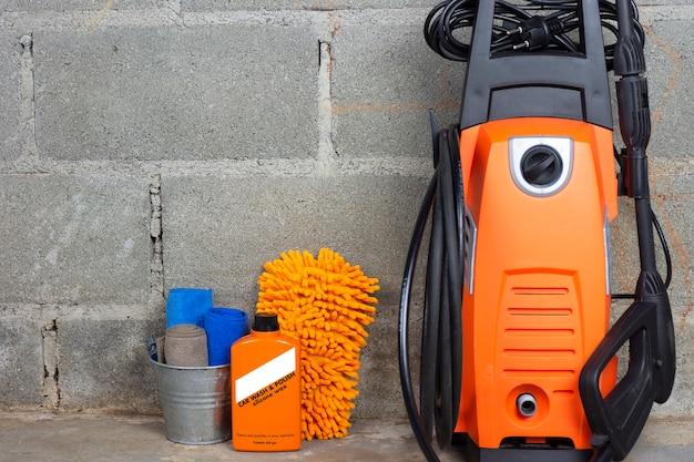 Équipement de lavage de voiture ou produit de nettoyage de voiture tel que le réservoir de microfiber