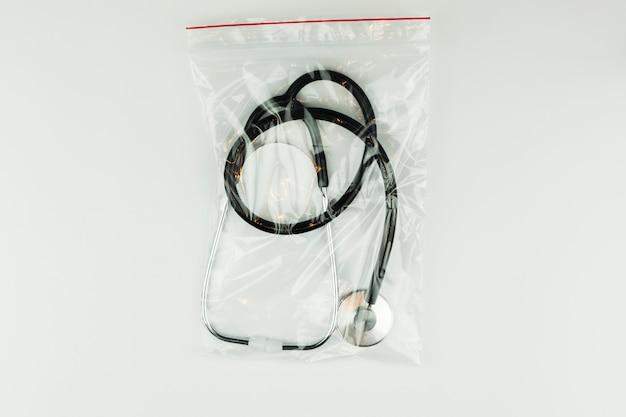 Équipement médical avec stéthoscope