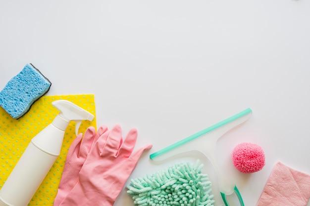 Équipement de nettoyage vue de dessus avec espace copie