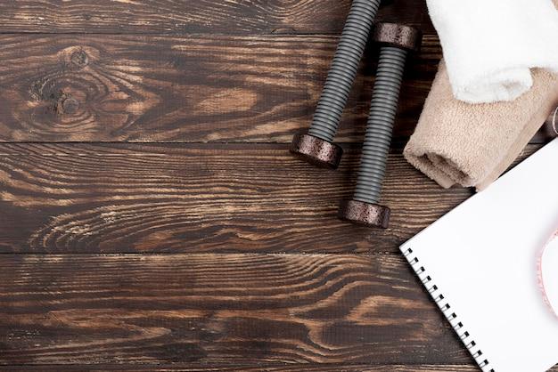 Équipement plat lapointe sur fond de bois