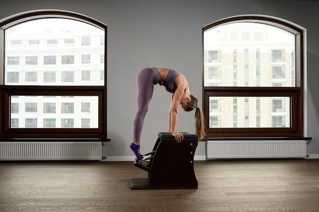 Équipement de pointe classic reformer chair pour pilates dans la salle de gym