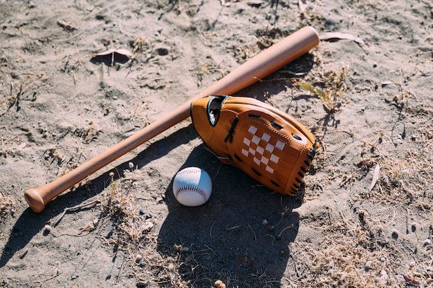 Equipement pour match de baseball au sol
