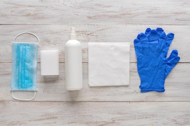 Équipement de protection médicale personnelle, masque, gants stériles et désinfectants pour la protection contre les virus