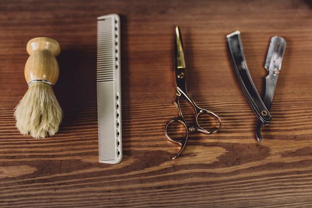 Équipement de rasage et de coupe de cheveux