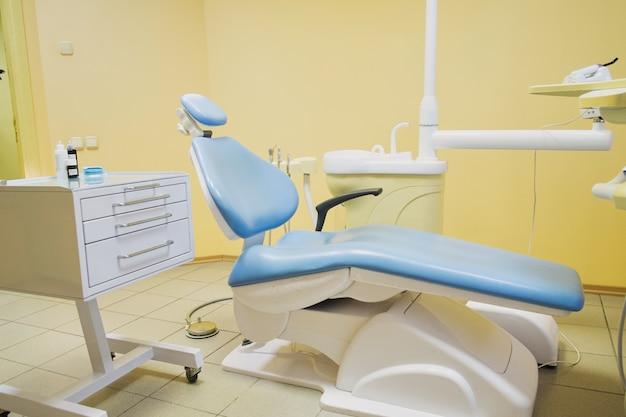 Equipement spécial pour un dentiste, cabinet de dentiste
