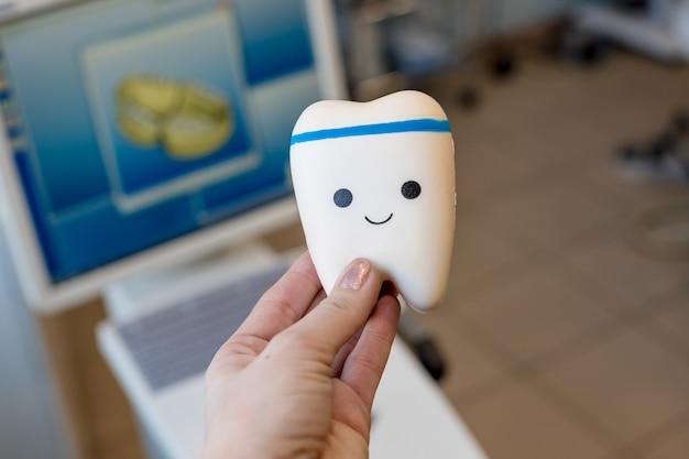 Équipements dentaires et instruments dentaires utilisés dans le traitement des soins dentaires par le dentiste