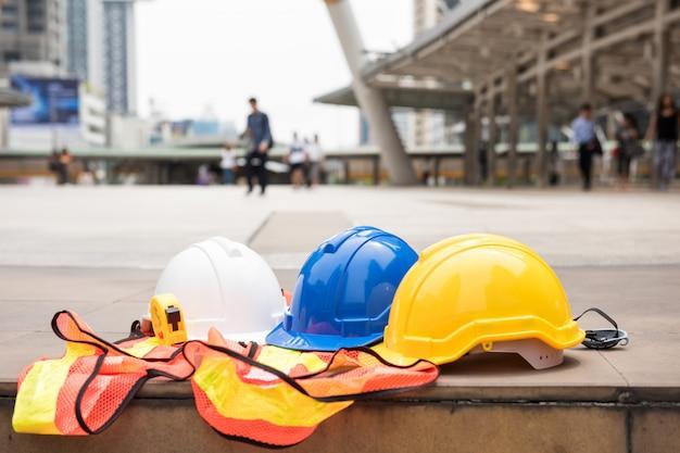 Équipements d'ingénieur sur le chantier