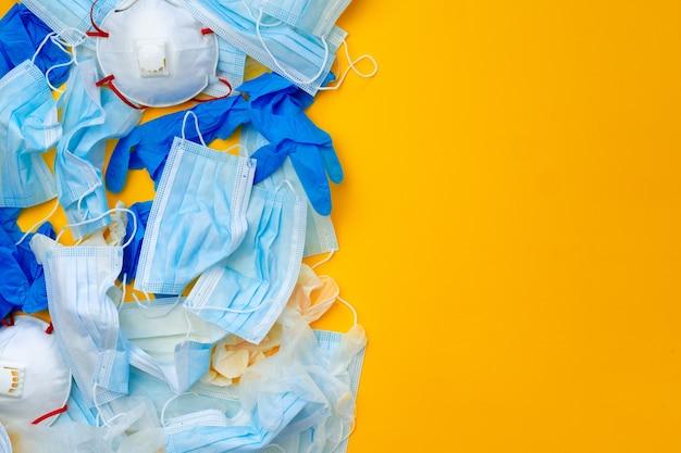 Équipements de protection, masques et gants, sur fond orange