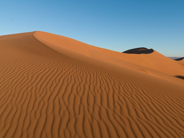 Erg chegaga dunes dans le désert du sahara, souss-massa-draa, maroc