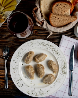 Eri ° zeri national gyurza avec de la viande hachée frite