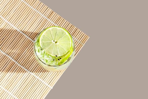 Es timun serut également connu sous le nom de boisson rafraîchissante indonésienne le boh timon populaire pendant le ramadan