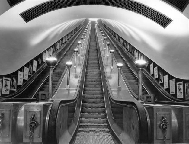 Escalators dans le métro