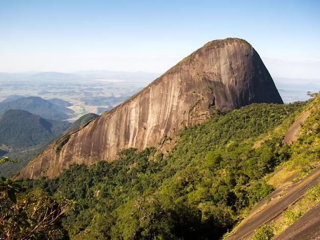 Escalavrado mountain vu de la montagne dedo de deus