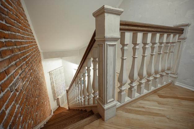 Escalier en bois dans la maison